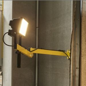 Projecteur 50W de quai monté sur bras articulé