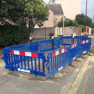 Barrières de chantier en plastique bleu