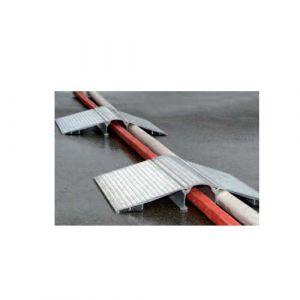 Passage de tuyaux et câbles en aluminium